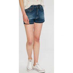 Tommy Jeans - Szorty. Szare szorty damskie Tommy Jeans, z bawełny, casualowe. W wyprzedaży za 249.90 zł.