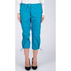 Turkusowe spodnie 3/4 QUIOSQUE. Niebieskie spodnie materiałowe damskie QUIOSQUE, z haftami, z tkaniny. W wyprzedaży za 39.99 zł.