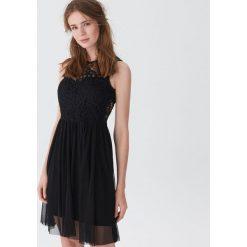 Sukienka z koronką - Czarny. Czarne sukienki damskie House, w koronkowe wzory, z koronki. Za 99.99 zł.