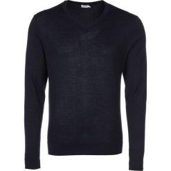 Filippa K Sweter navy. Swetry przez głowę męskie Filippa K, z materiału. Za 649.00 zł.