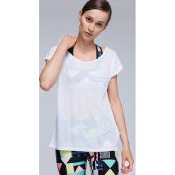 Koszulka treningowa damska TSDF007 - biały. Białe bluzki damskie 4f, z materiału. W wyprzedaży za 69.99 zł.