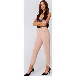 Rut&Circle Spodnie Damian - Pink. Różowe spodnie materiałowe damskie Rut&Circle, z haftami, z poliesteru. Za 161.95 zł.