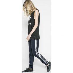 Adidas Performance - Legginsy. Szare legginsy damskie adidas Performance, z dzianiny. W wyprzedaży za 139.90 zł.