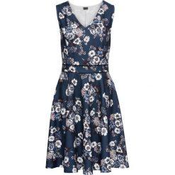 Sukienka z dżerseju bonprix ciemnoniebieski w kwiaty. Niebieskie sukienki damskie bonprix, w kwiaty, z dżerseju, z dekoltem w serek. Za 124.99 zł.