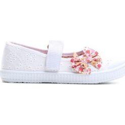 Białe Tenisówki Keep Moving On. Białe buty sportowe dziewczęce Born2be, z materiału. Za 24.99 zł.