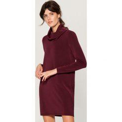 Dzianinowa sukienka z golfem - Bordowy. Czerwone sukienki damskie Mohito, z dzianiny, z golfem. Za 119.99 zł.