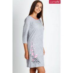 Szara piżama koszula nocna z kwiatem QUIOSQUE. Szare piżamy damskie QUIOSQUE, na jesień, z nadrukiem, z bawełny, z długim rękawem. Za 89.99 zł.
