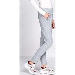 Jasnoszare Spodnie Dresowe Workers. Szare spodnie dresowe damskie Born2be, z dresówki. Za 59.99 zł.