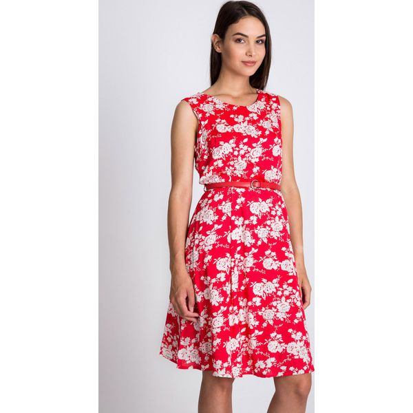 a37a6a0bec Czerwona rozkloszowana sukienka w kwiaty QUIOSQUE - Sukienki damskie ...
