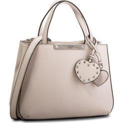 Torebka GUESS - HWPU66 93050  NUD. Brązowe torebki do ręki damskie Guess, ze skóry ekologicznej. Za 589.00 zł.