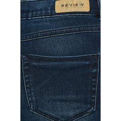 Review - Jeansy Minnie. Niebieskie jeansy damskie Review. W wyprzedaży za 49.90 zł.