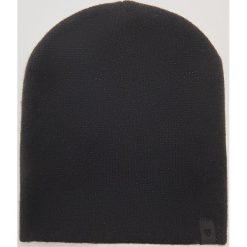 Czapka z błyszczącą nitką - Czarny. Czapki i kapelusze damskie marki House. W wyprzedaży za 9.99 zł.