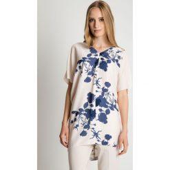 Elegancka luźna tunika z dekoltem w szpic BIALCON. Białe tuniki damskie BIALCON, w kwiaty, biznesowe, z asymetrycznym kołnierzem. Za 175.00 zł.