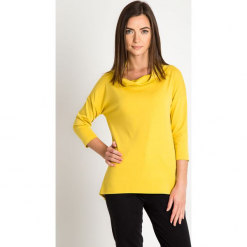 Żółta bluzka z luźnym golfem QUIOSQUE. Żółte bluzki damskie QUIOSQUE, z dzianiny, biznesowe, z asymetrycznym kołnierzem, z długim rękawem. Za 139.99 zł.