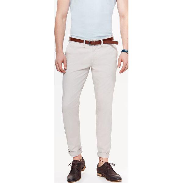 b332d6a390cd6 SPODNIE MĘSKIE CHINO Z PASKIEM - Eleganckie spodnie męskie marki TOP  SECRET. W wyprzedaży za 59.99 zł. - Eleganckie spodnie męskie - Spodnie  męskie - Odzież ...