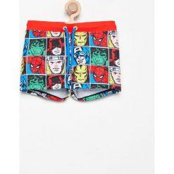 Kąpielówki z superbohaterami marvel - Biały. Kąpielówki dla chłopców Reserved, z motywem z bajki. W wyprzedaży za 14.99 zł.
