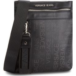 Saszetka VERSACE JEANS - E1YSBB25  70723 899. Czarne saszetki męskie Versace Jeans, z jeansu, młodzieżowe. W wyprzedaży za 349.00 zł.