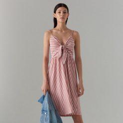 0f1de61fec Midi sukienka z węzłem - Różowy. Sukienki damskie marki Mohito. Za 119.99  zł.