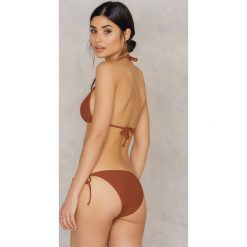 NA-KD Swimwear Dół bikini Triangle - Brown,Copper. Brązowe bikini damskie NA-KD Swimwear, w paski. W wyprzedaży za 19.20 zł.