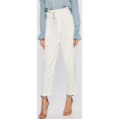 Answear - Spodnie. Szare spodnie materiałowe damskie ANSWEAR, z haftami, z poliesteru. W wyprzedaży za 79.90 zł.
