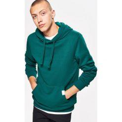 Bluza BASIC z kapturem - Zielony. Zielone bluzy męskie Cropp. Za 79.99 zł.