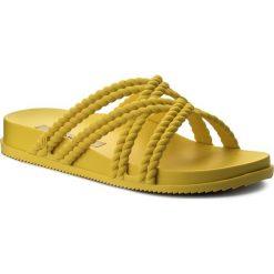 Klapki MELISSA - Cosmic + Salinas Ad 32283 Neon Yellow 01661. Żółte klapki damskie Melissa, z tworzywa sztucznego. W wyprzedaży za 179.00 zł.