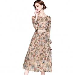 Sukienka w kolorze beżowym ze wzorem. Brązowe sukienki damskie Ostatnie sztuki w niskich cenach, z dekoltem na plecach. W wyprzedaży za 164.95 zł.