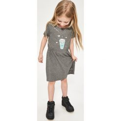 Bawełniana sukienka z nadrukiem - Szary. Sukienki niemowlęce Reserved, z nadrukiem, z bawełny. W wyprzedaży za 19.99 zł.