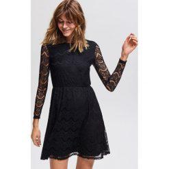 Koronkowa sukienka - Czarny. Czarne sukienki damskie Reserved, z koronki. Za 89.99 zł.
