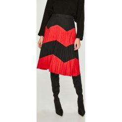 Answear - Spódnica. Czarne spódnice damskie ANSWEAR, z materiału. W wyprzedaży za 139.90 zł.