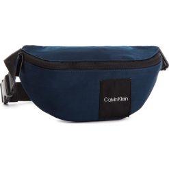 Saszetka nerka CALVIN KLEIN - Item Story Waistbag K50K504280 449. Niebieskie saszetki męskie Calvin Klein, z materiału, młodzieżowe. Za 229.00 zł.