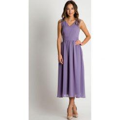 Lawendowa sukienka odcinana w talii BIALCON. Fioletowe sukienki damskie BIALCON, eleganckie, dekolt w kształcie v. Za 299.00 zł.