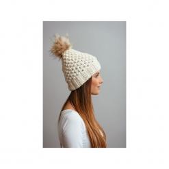 POMPOM - czapka z naturalnym futerkiem. Białe czapki i kapelusze damskie Pompom, z wełny. Za 169.00 zł.
