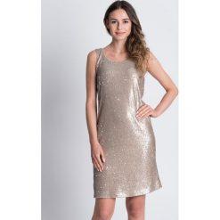 Srebrna sukienka na ramiączkach BIALCON. Szare sukienki damskie BIALCON, glamour, z kopertowym dekoltem, na ramiączkach. W wyprzedaży za 157.00 zł.