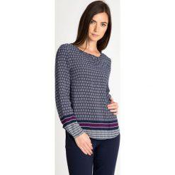 Granatowa bluzka ze wzorem QUIOSQUE. Brązowe bluzki damskie QUIOSQUE, w geometryczne wzory, z jeansu, boho, z długim rękawem. W wyprzedaży za 89.99 zł.