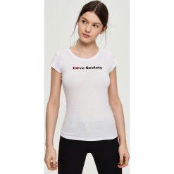 T-shirt z napisem - Biały. T-shirty damskie marki DOMYOS. W wyprzedaży za 7.99 zł.
