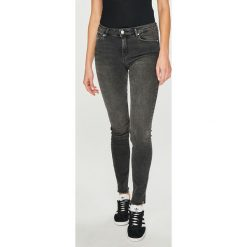 Review - Jeansy. Szare jeansy damskie Review. Za 219.90 zł.