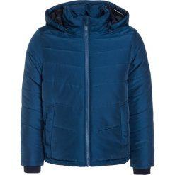 BOSS Kidswear Kurtka zimowa schieferblau. Kurtki i płaszcze dla chłopców BOSS Kidswear, na zimę, z materiału. W wyprzedaży za 591.20 zł.