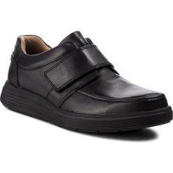 Półbuty CLARKS - Un Abode Strap 261369867  Black Leather. Czarne półbuty na co dzień męskie Clarks, z materiału. W wyprzedaży za 319.00 zł.