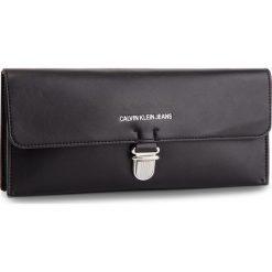 Torebka CALVIN KLEIN JEANS - Sculpted Ew Clutch K40K400723 001. Czarne torebki do ręki damskie Calvin Klein Jeans, z jeansu. Za 399.00 zł.