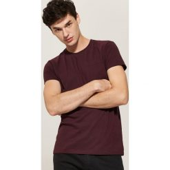 T-shirt basic z kieszonką - Bordowy. T-shirty męskie marki Giacomo Conti. W wyprzedaży za 19.99 zł.