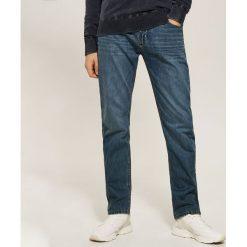 Jeansy regular fit - Granatowy. Jeansy męskie marki bonprix. W wyprzedaży za 79.99 zł.