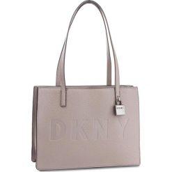Torebka DKNY - Commuter-Lg Tz Tote R83AA667  Warm Gray WG5. Szare torebki do ręki damskie DKNY, ze skóry. Za 1,069.00 zł.