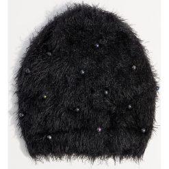 Czapka z perłami syntetycznymi - Czarny. Czarne czapki i kapelusze damskie Mohito, z syntetyku. Za 39.99 zł.