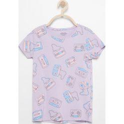 T-shirt z nadrukiem - Fioletowy. Fioletowe t-shirty i topy dla dziewczynek Reserved, z nadrukiem. Za 29.99 zł.
