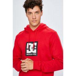 DC - Bluza. Czerwone bluzy męskie DC, z nadrukiem, z bawełny. W wyprzedaży za 239.90 zł.