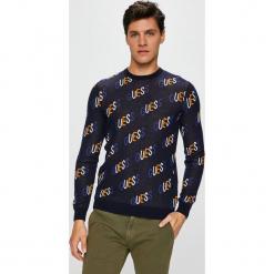 Guess Jeans - Sweter. Czarne swetry przez głowę męskie Guess Jeans, z aplikacjami, z bawełny, z okrągłym kołnierzem. Za 369.90 zł.