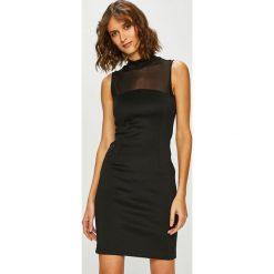 Guess Jeans - Sukienka. Czarne sukienki damskie Guess Jeans, z aplikacjami, z dzianiny, casualowe, z krótkim rękawem. Za 399.90 zł.