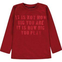 Koszulka w kolorze czerwonym. T-shirty dla chłopców marki Reserved. W wyprzedaży za 19.95 zł.