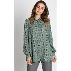 Zielona bluzka we wzory z długim rękawem BIALCON. Zielone bluzki damskie BIALCON, eleganckie, z klasycznym kołnierzykiem, z długim rękawem. W wyprzedaży za 143.00 zł.